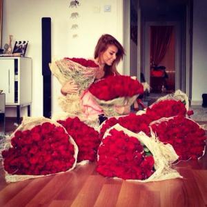 Amazing-Big-Rose-Bouquets-4